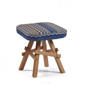 Design σκαμπώ με ξύλινη βάση