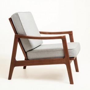 Ξύλινη πολυθρόνα σε σκανδιναβικό design