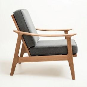 Μοντέρνα πολυθρόνα με ξύλινο σκελετό