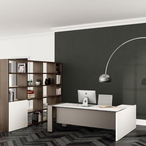 Γωνιακό γραφείο με ξύλινη επιφάνεια